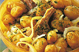 Ragoût de mouton aux pommes de terre et à l'ail
