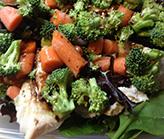 Salade de brocolis aux carottes et poulet